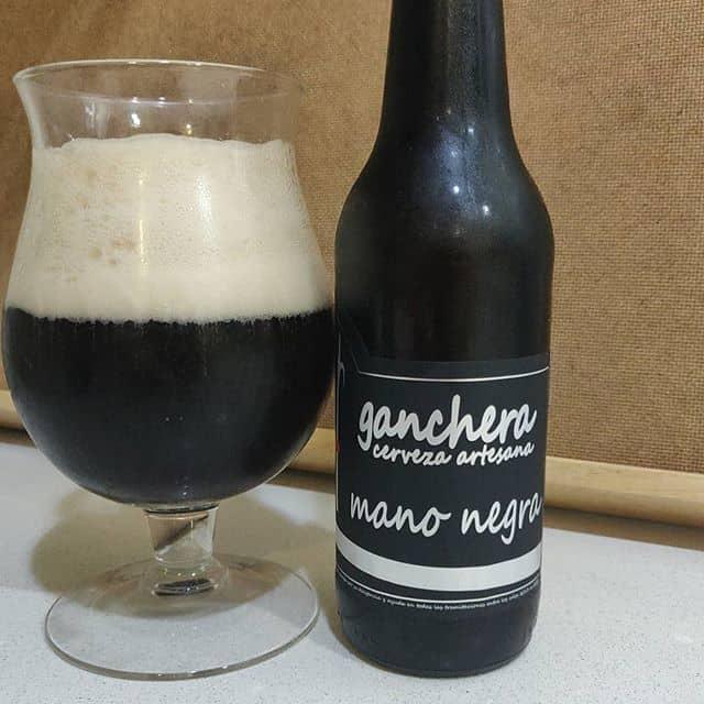 Cerveza Ganchera mano negra