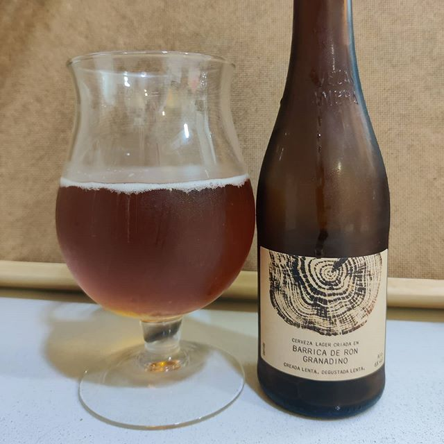 Cerveza Alhambra Lager criada en barrica de ron granadino